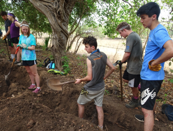 Despite the humid weather, Dons participating in the Nicaragua trip keep spirits high whilst digging trenches in El Pedregal.