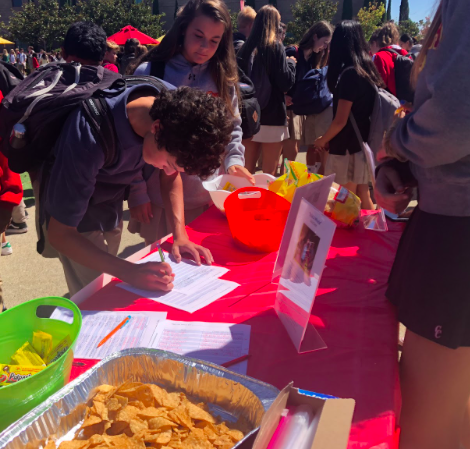 Daniel Pedler '21 signs up for Daniella Benitez's '22 club, Build a Miracle, during Club Week earlier this year. The Build a Miracle club spends its time raising money for house construction throughout Mexico's impoverished communities.