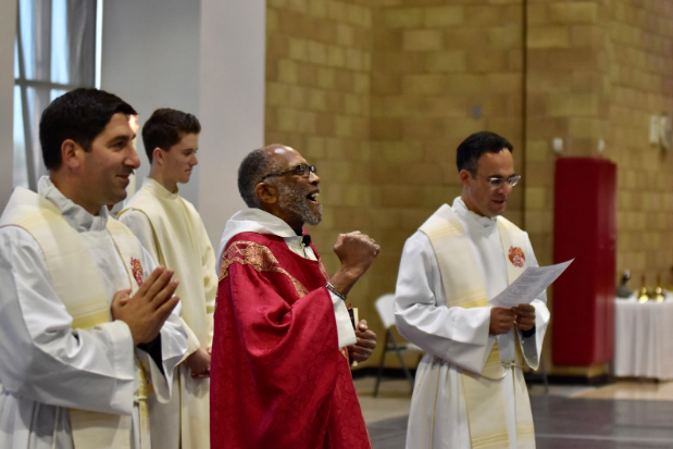 Monsignor+Ray+East+%E2%80%9868+dances+down+the+aisle+during+Thursday%E2%80%99s+liturgy+procession.+Monsignor+East+travelled+from+Washington%2C+D.C.+to+celebrate+Mass+in+honor+of+Black+History+Month.+